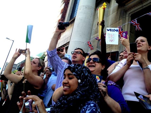 Near Neighbours Multi-faith Torch pledge | London Peace Network